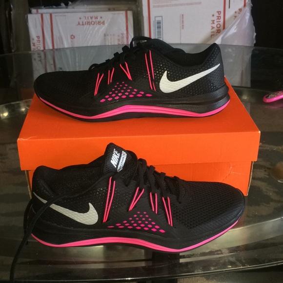 le scarpe nike nuove scarpe da ginnastica poshmark formazione supera le donne attraversano lunare